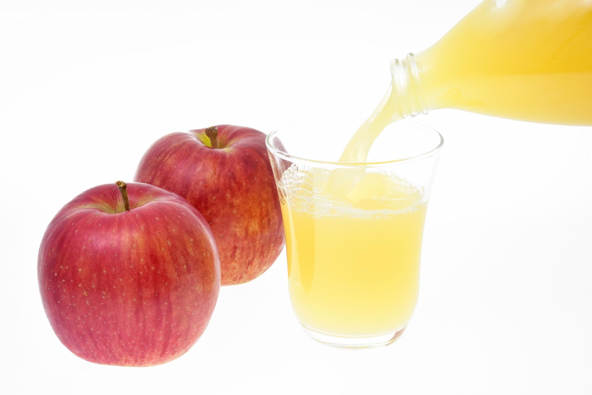 りんごの皮むきは包丁だけに意識を向けないのがポイント!