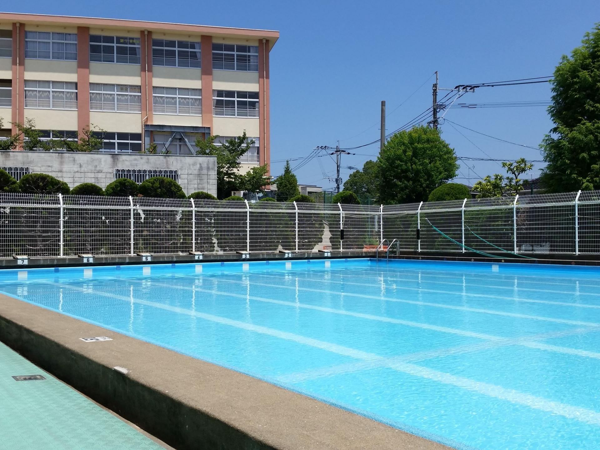 小学校の水泳での授業では、気温や水温はこう決められている!