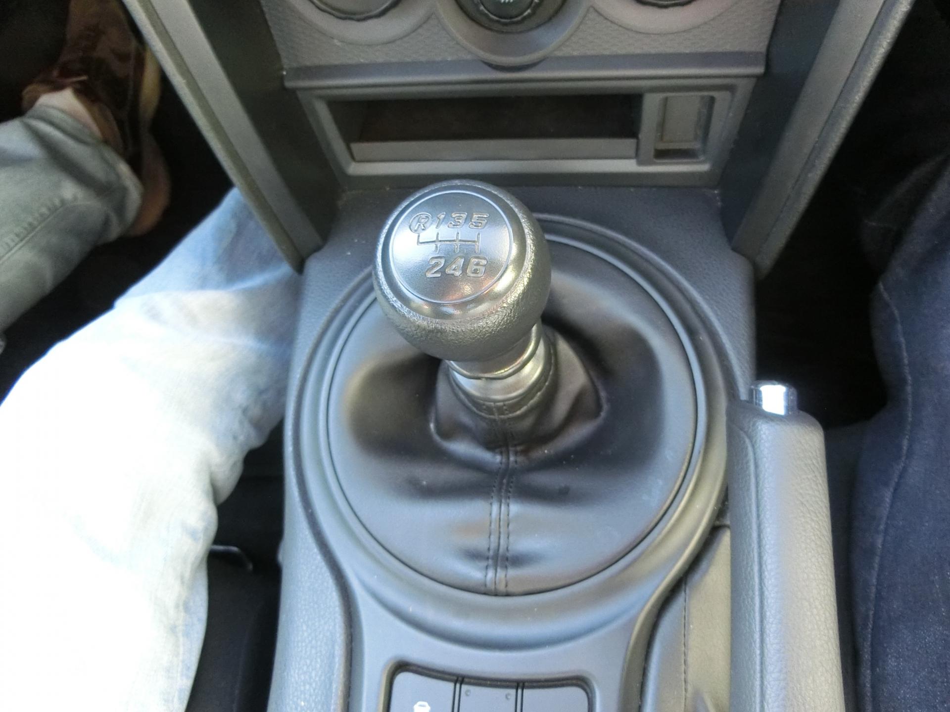 車のミッションの運転方法とは?乗り方の基本やポイントを紹介