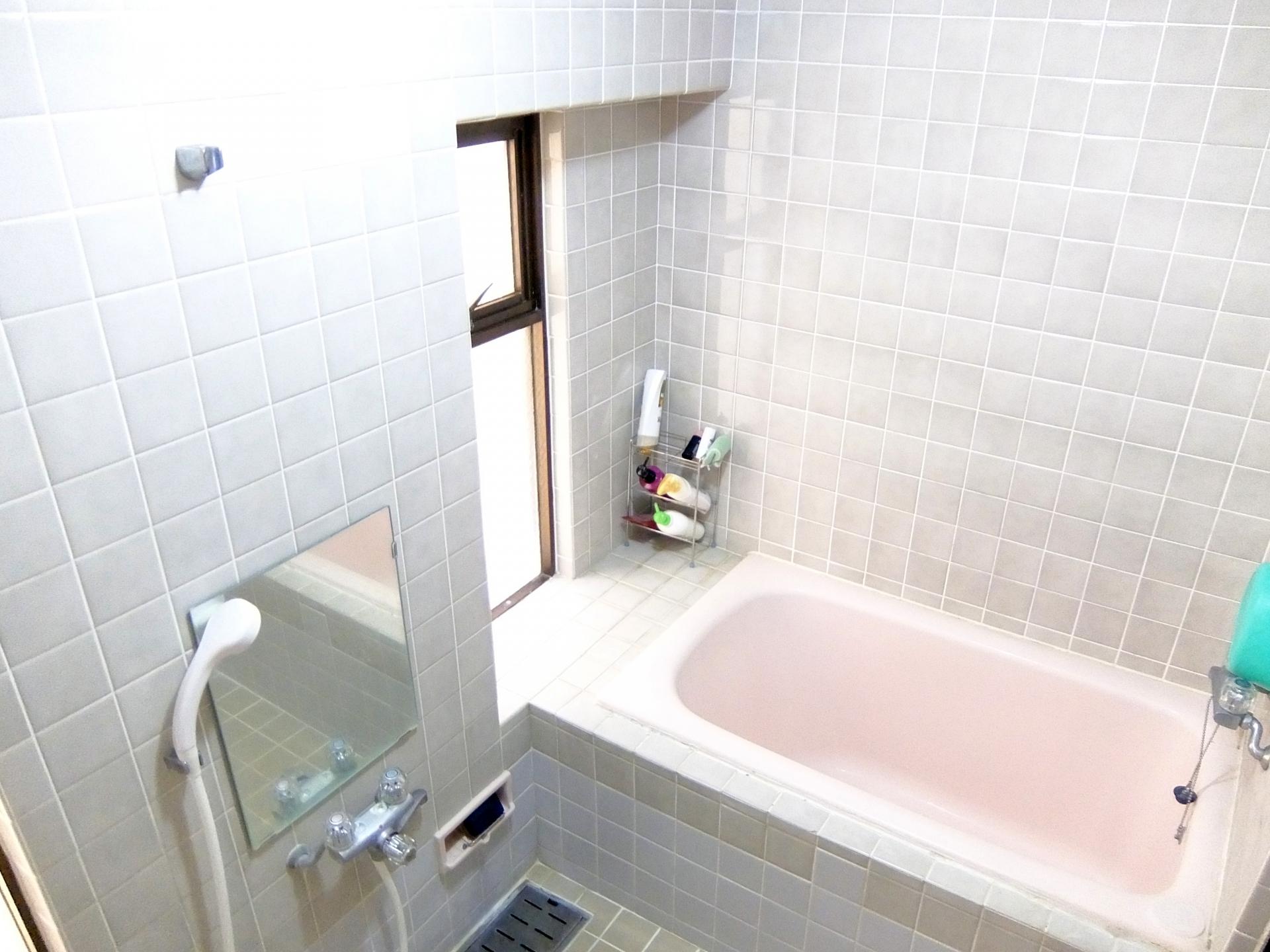 お風呂の曇った鏡にイライラ…曇り止めの裏ワザを教えます!