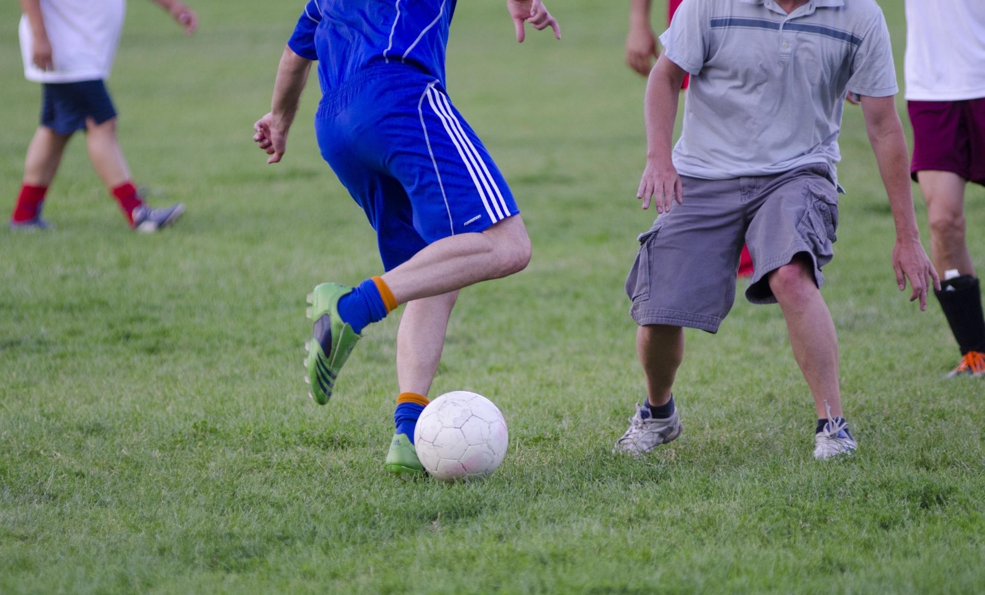 サッカーのパス練習は1人でもライバルに差をつけることができる