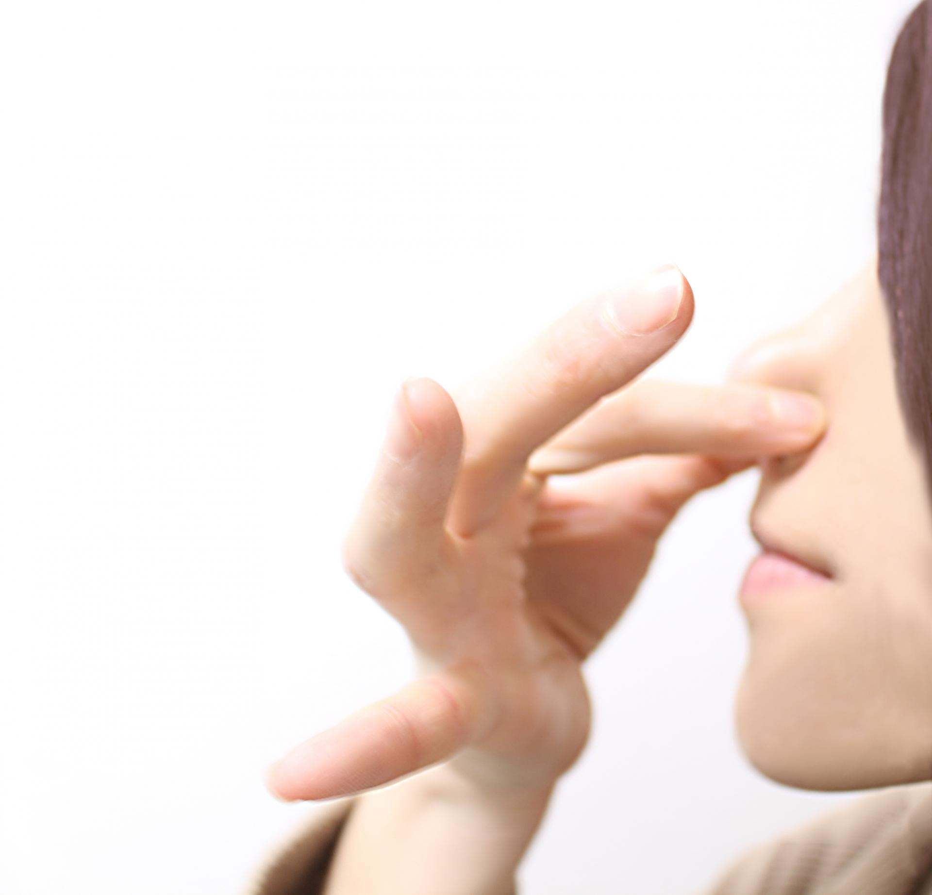 小鼻を小さくしたり、鼻の穴を小さくするマッサージを紹介!