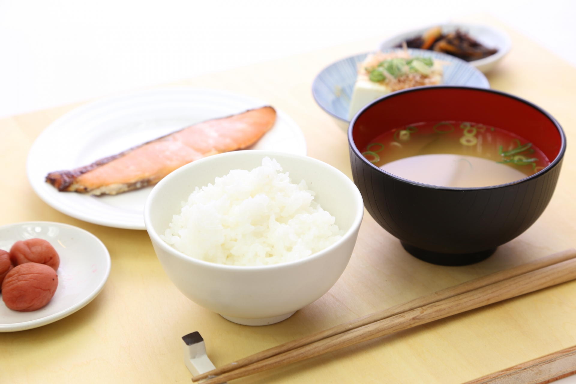 ご飯と味噌汁だけでもしっかりと栄養を摂ることができる!