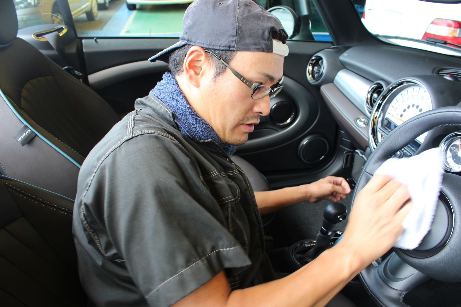 ガソリンスタンドで車内に掃除機をかける時の使い方について