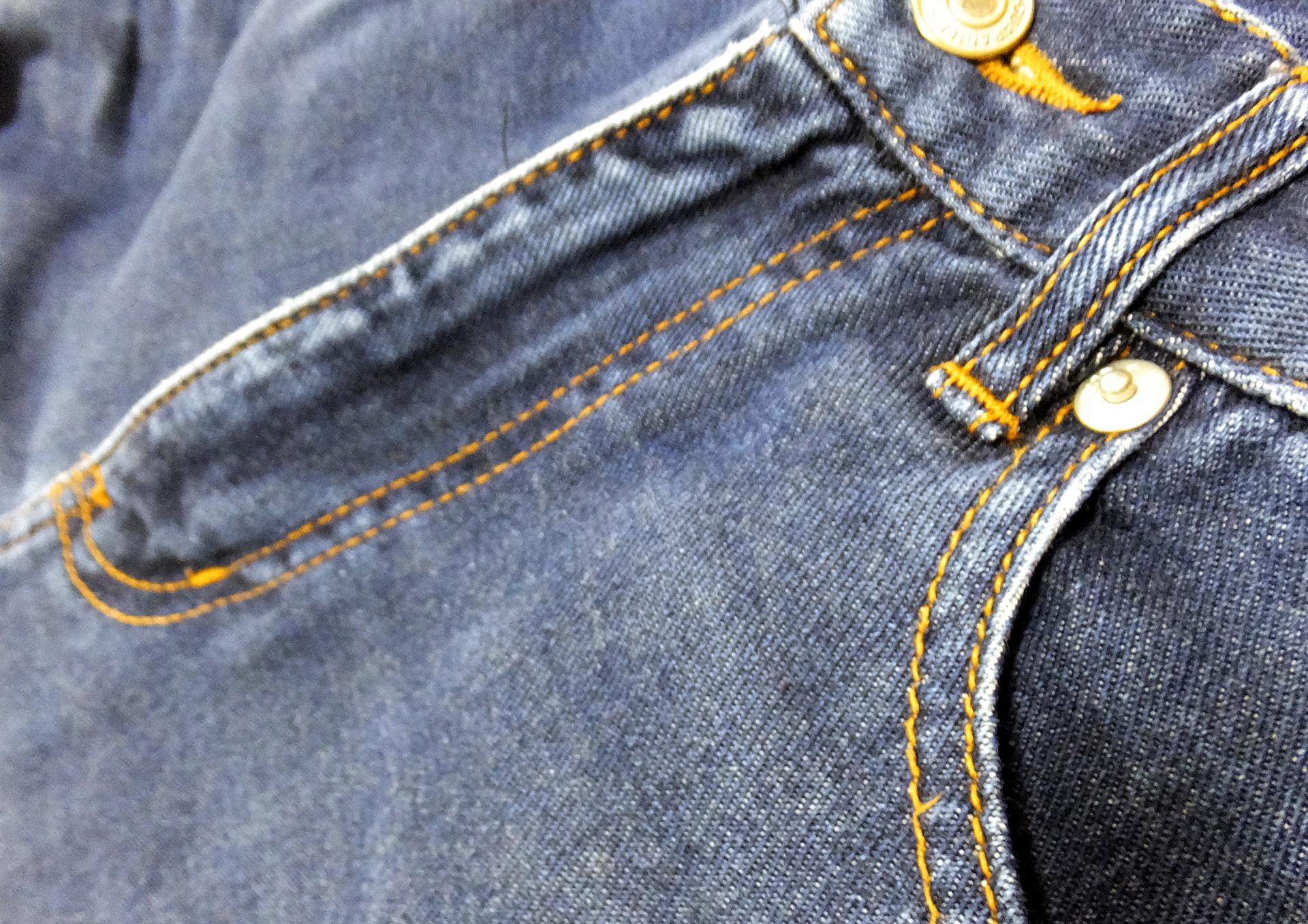 男性や女性のズボンのチャックが全開!そんな時はこうしよう!