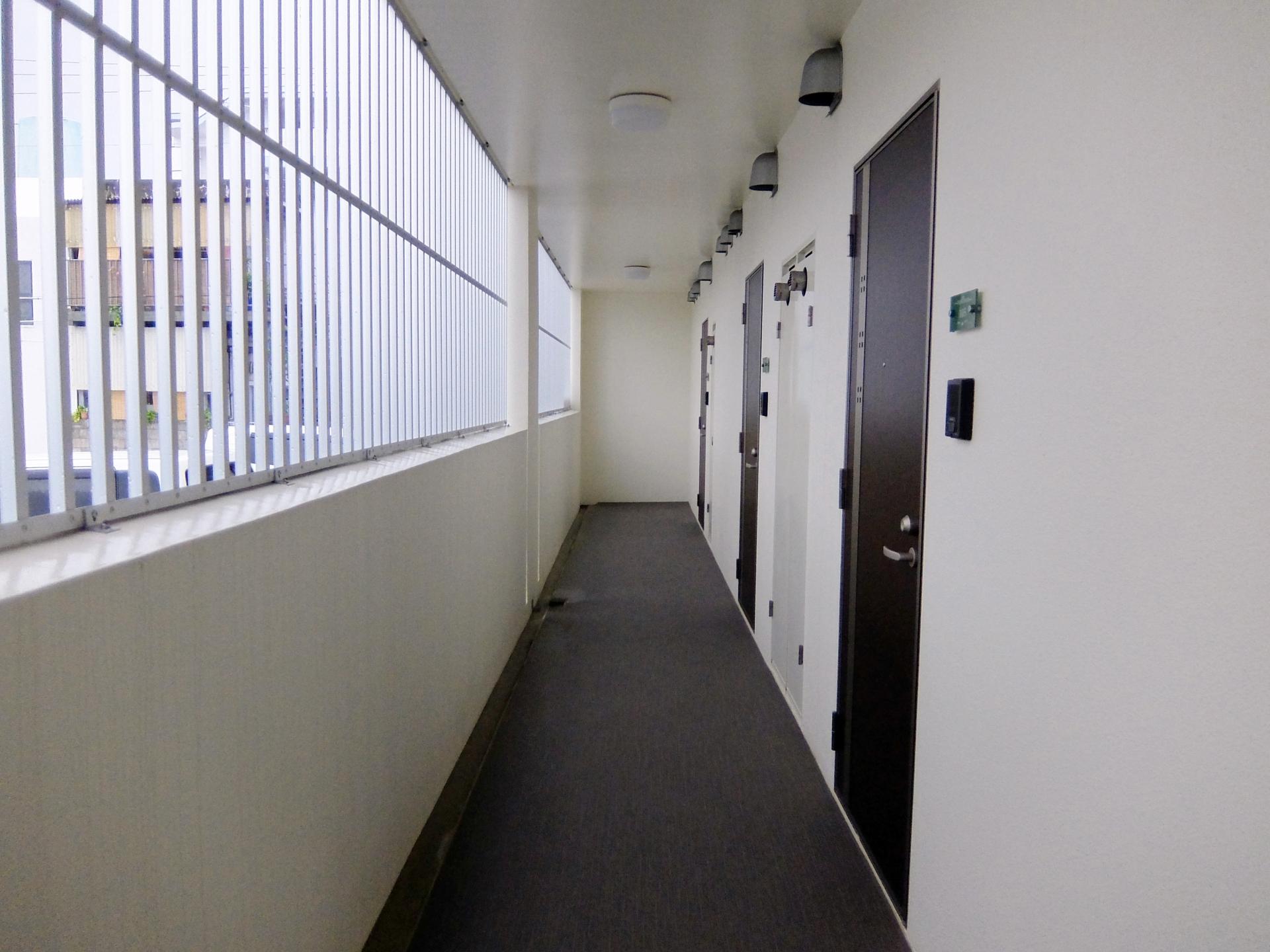 アパートの廊下に荷物を置くとどうなる?共有部分の使い方とは