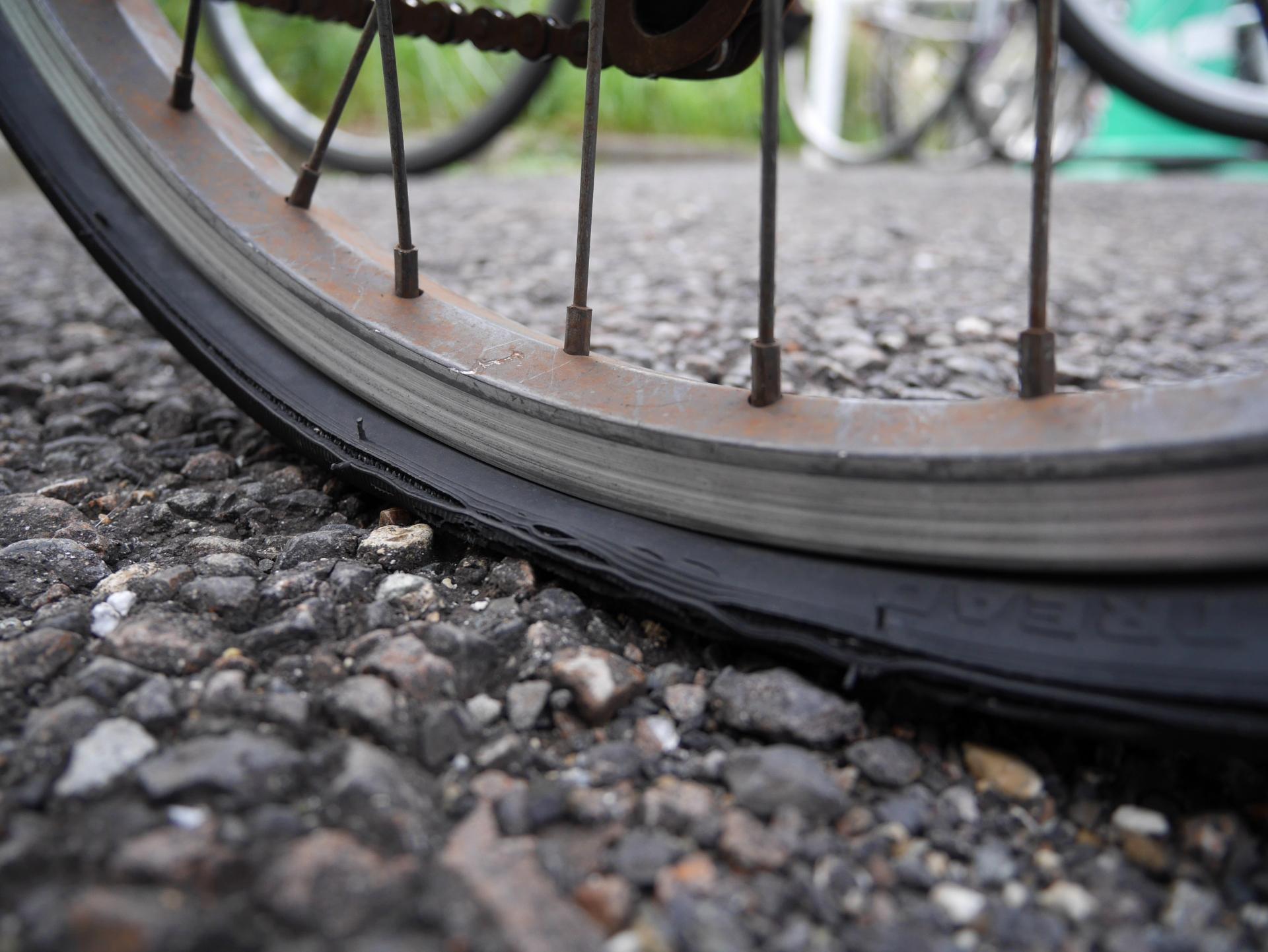 自転車がパンクした!修理代の相場と、パンクの原因について!