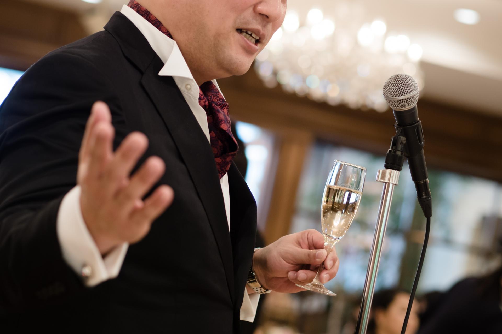 【男性・女性別】結婚式披露宴の主賓の服装やマナー